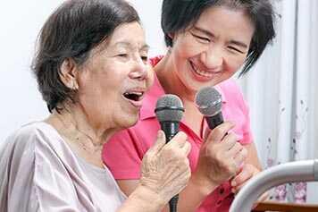 แม่ใช้เครื่องช่วยฟัง_ผู้เชี่ยวชาญด้านการได้ยิน และเครื่องช่วยฟัง Hearing Coach
