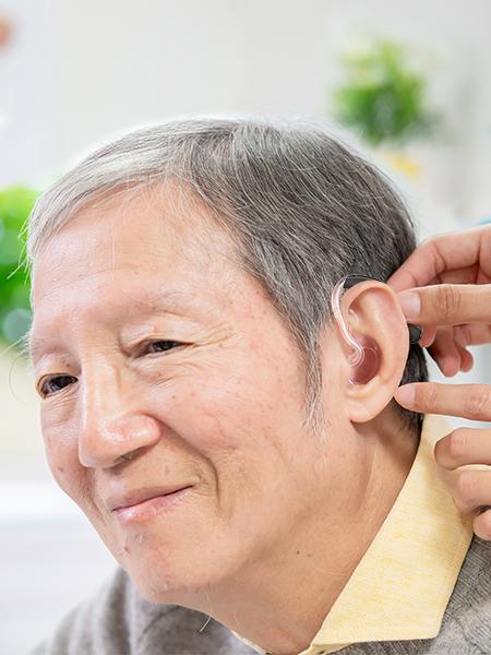ผู้บกพร่องทางการได้ยิน ใส่เครื่องช่วยฟัง-เครื่องช่วยฟัง2